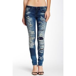 BLANKNYC Distressed Classique Skinny Jean